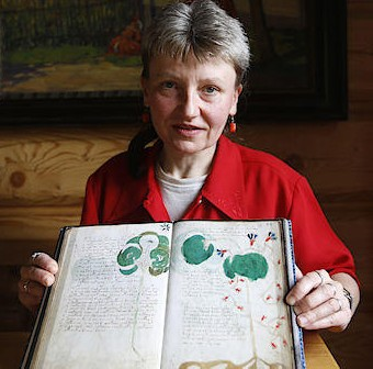 irena-hanzikova-with-voynich-manuscript-cropped